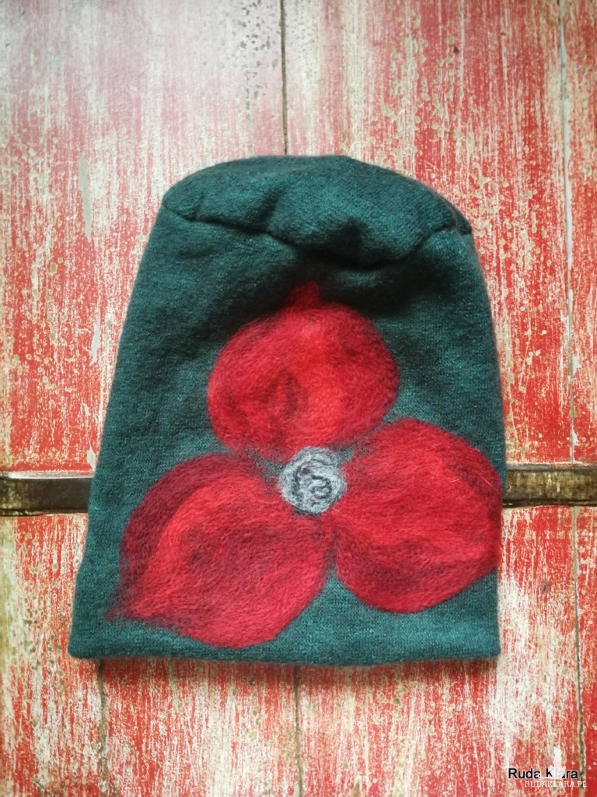 czapka handmade wełniana z kwiatem handmade