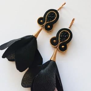 Czarno-złote kolczyki z ozdobnymi zawieszkami