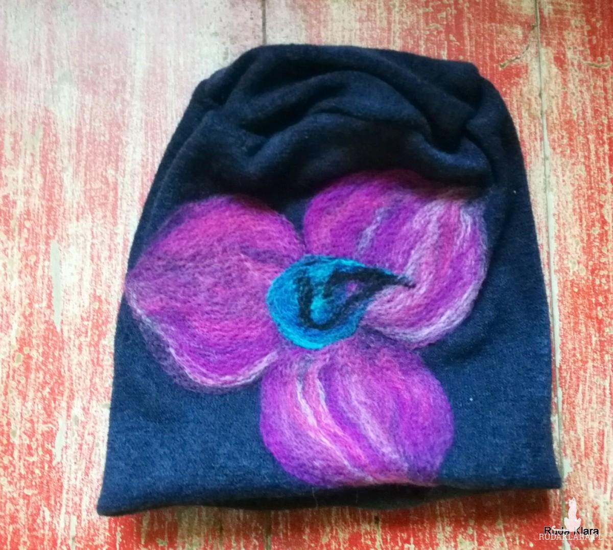 czapka handmade wełniana z kwiatem