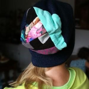 czapka damska ciepła granatowa z patchworkiem