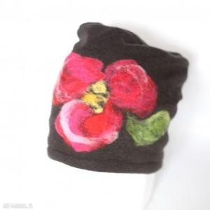czapka handmade wełniana z kwiatem idealna w góry