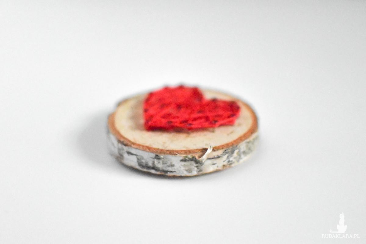 Drewniany magnes na lodówkę z sercem Serce na brzozie