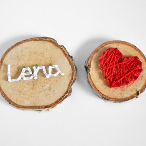2 drewniane magnesy: Dowolne imię i serce, Magnesy na brzozie