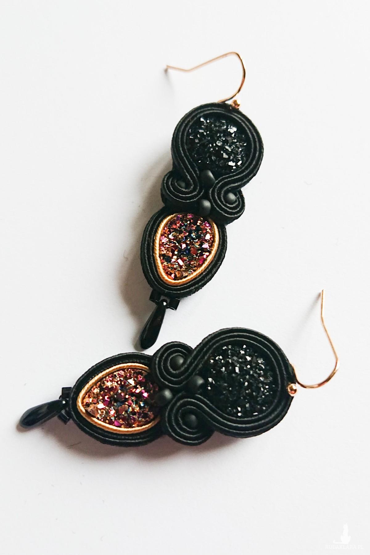 Czarno-złoto-różowe kolczyki z żywicą