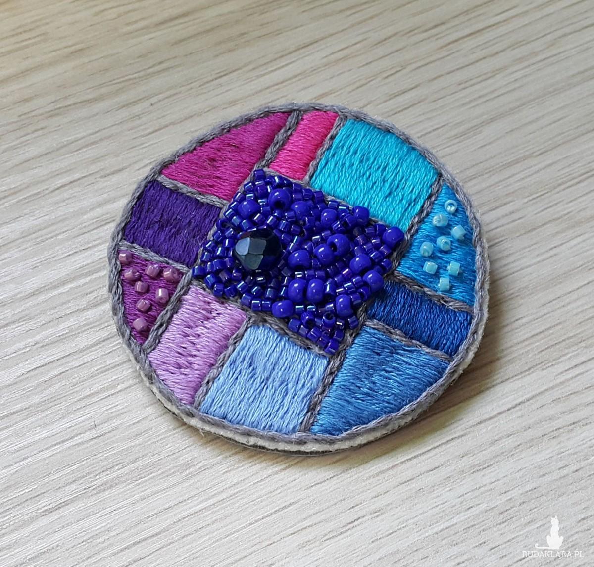 Broszka haft mosaic