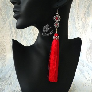 Długie czerwone kolczyki chainmaille z odpinanymi chwostami