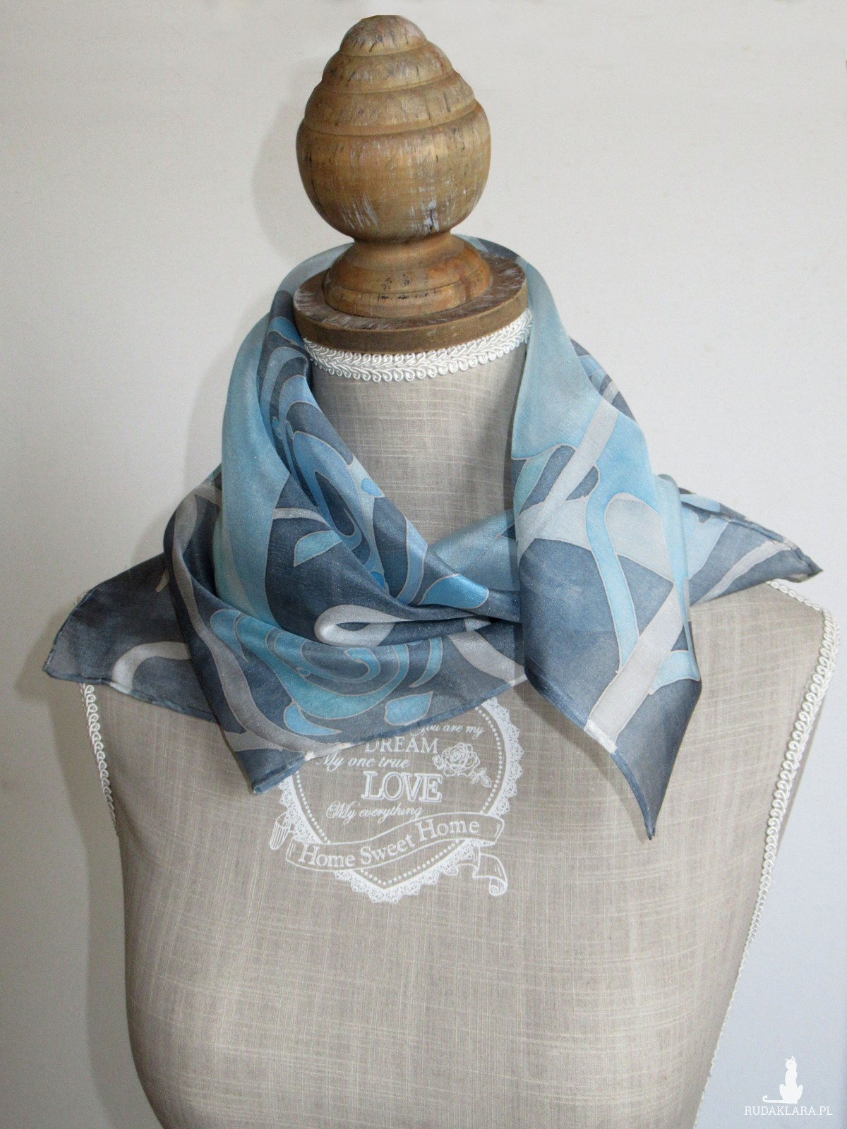Niebieskie rośliny, ręcznie malowana jedwabna apaszka, szaro-niebieska chustka z jedwabiu