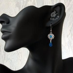Kolczyki chainmaille z niebieskimi kryształkami