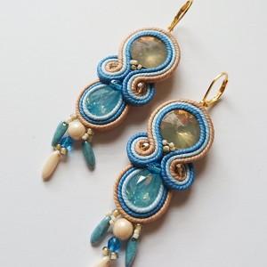 Błękitno-kremowe kolczyki z kryształkami