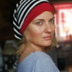 czapka damska w paski z suwakiem atrapą