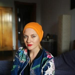 czapka pomarańczowo- czarna wiosenna