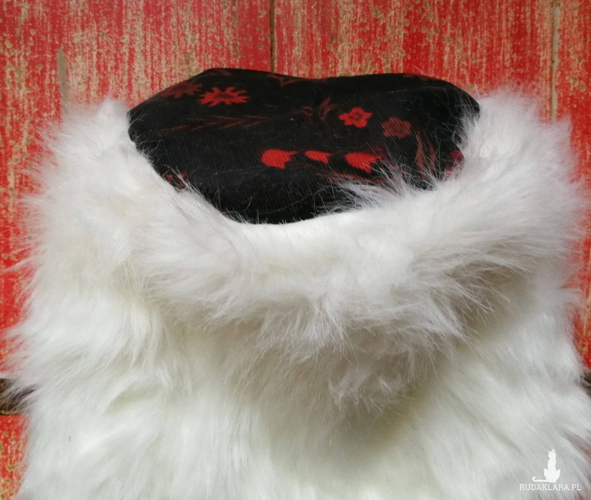 czapka futrzana damska biała handmade uszyta ze sztucznego białego  futerka