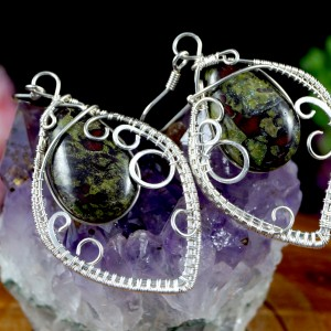 Kamień krwisty, heliotrop, krwawnik, Srebrne kolczyki z kamieniem krwistym, ręcznie wykonane, prezent dla niej, prezent dla mamy, na prezent