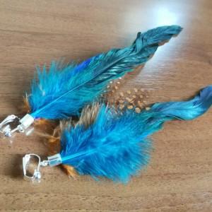 klipsy pióra długie lekkie niebiesko brazowo-rude