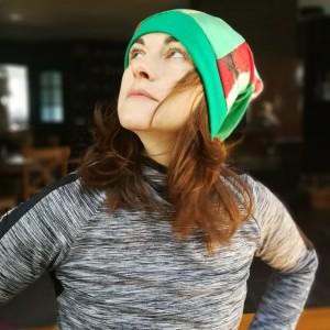 czapka smerfetka długa damska uniwersalna patchworkowa wykończona zielonym ściagaczem