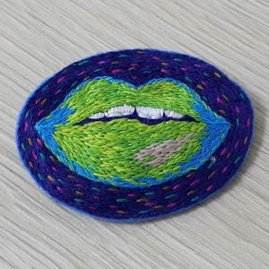 Broszka galaxy lips