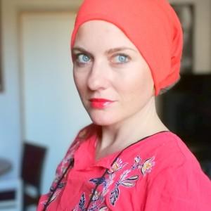 czapka damska pomarańczowa brzegi ostre