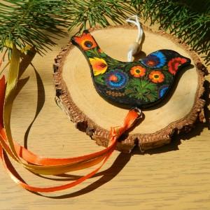 Ptaszek wiszący w ludowe łowickie kwiaty, dekoracja folk etno boho