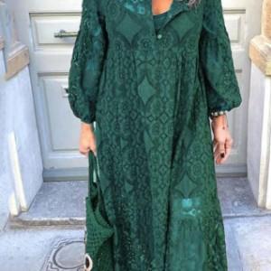 sukienka uszyta z zielonej koronki