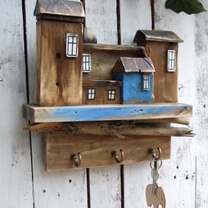 Drewniany wieszak na klucze, ręczniki - z domkami
