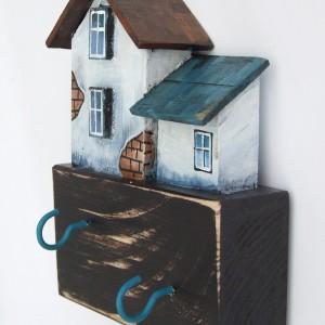 Mały, drewniany wieszak na klucze - Domek
