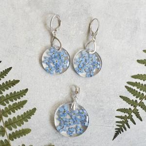 Srebrny zestaw biżuterii z prawdziwymi kwiatami niezapominajki, kolczyki srebrne, naszyjnik srebrny, biżuteria z żywicy