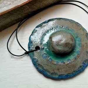 wisior ceramiczny szkliwiony