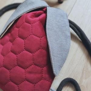 Czerwony pikowany mini plecak króliczek