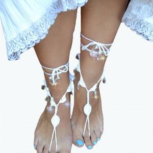 Ozdoba na stopy - białe sandałki ;o)