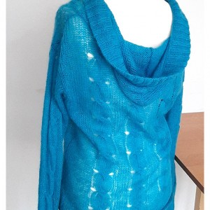 ażurowy, lekki sweterek z kapturem błękitny