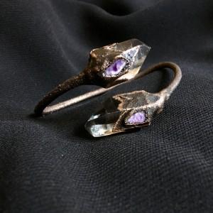 bransoleta z kryształem górskim i czaroitem