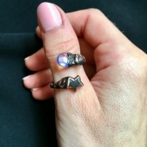 Regulowany pierścionek z opalitem