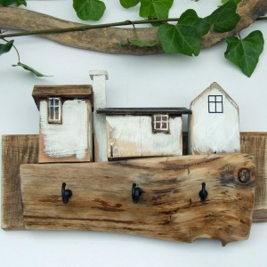 Wieszaczek na klucze z 3 białymi domkami