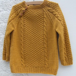 Sweterek dla dziecka, ręcznie robiony, miodowy