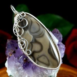 Krzemień pasiasty, Srebrny wisior z krzemieniem, ręcznie wykonany, prezent dla niej, prezent dla mamy, prezent urodzinowy biżuteria autorska
