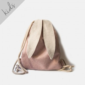 Różowy plecak królik z uszami w jodełkę