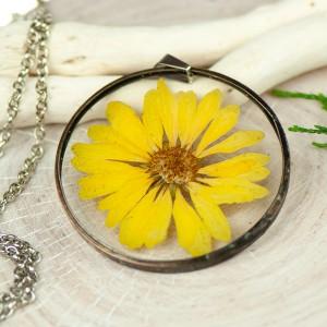 Naszyjnik z kwiatów w cynowej ramce z427