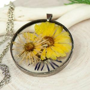 Naszyjnik z kwiatów w cynowej ramce z431