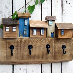 Drewniany wieszak na ubrania, 4 kute haczyki