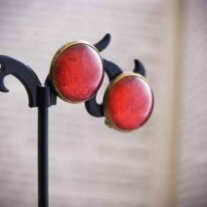 Retro klipsy z ręcznie malowanego szkła, czerwone