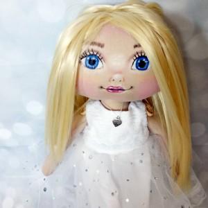 lalka w bieli