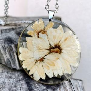 Naszyjnik z prawdziwymi kwiatami zatopionymi w żywicy z206