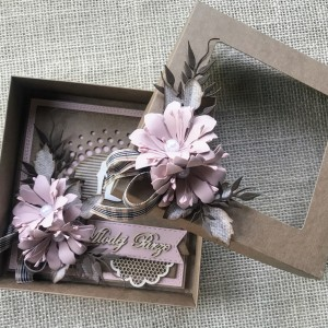 003 Kartka w pudełku na ślub w stylu rustykalnym/eco z elementem pudrowego różu