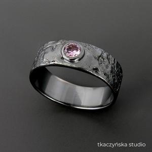 Organicznie – pierścionek, różowa cyrkonia, na zamówienie