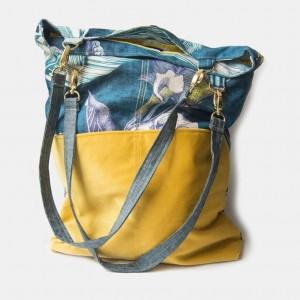 Niebieska torba na ramię w kwiaty
