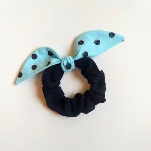 Gumka do włosów (scrunchie) – czarna z błękitnymi skrzydełkami