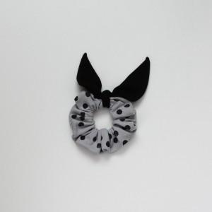Gumka do włosów (scrunchie) – szara z czarnymi skrzydełkami