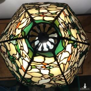 Lampa witrażowa Magnolie, styl Tiffany