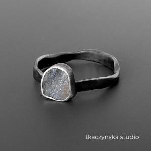 Galaktyka – delikatny pierścionek, druza chalcedonowa, na zamówienie