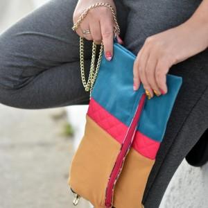 Trzykolorowa składana torebka na łańcuszku